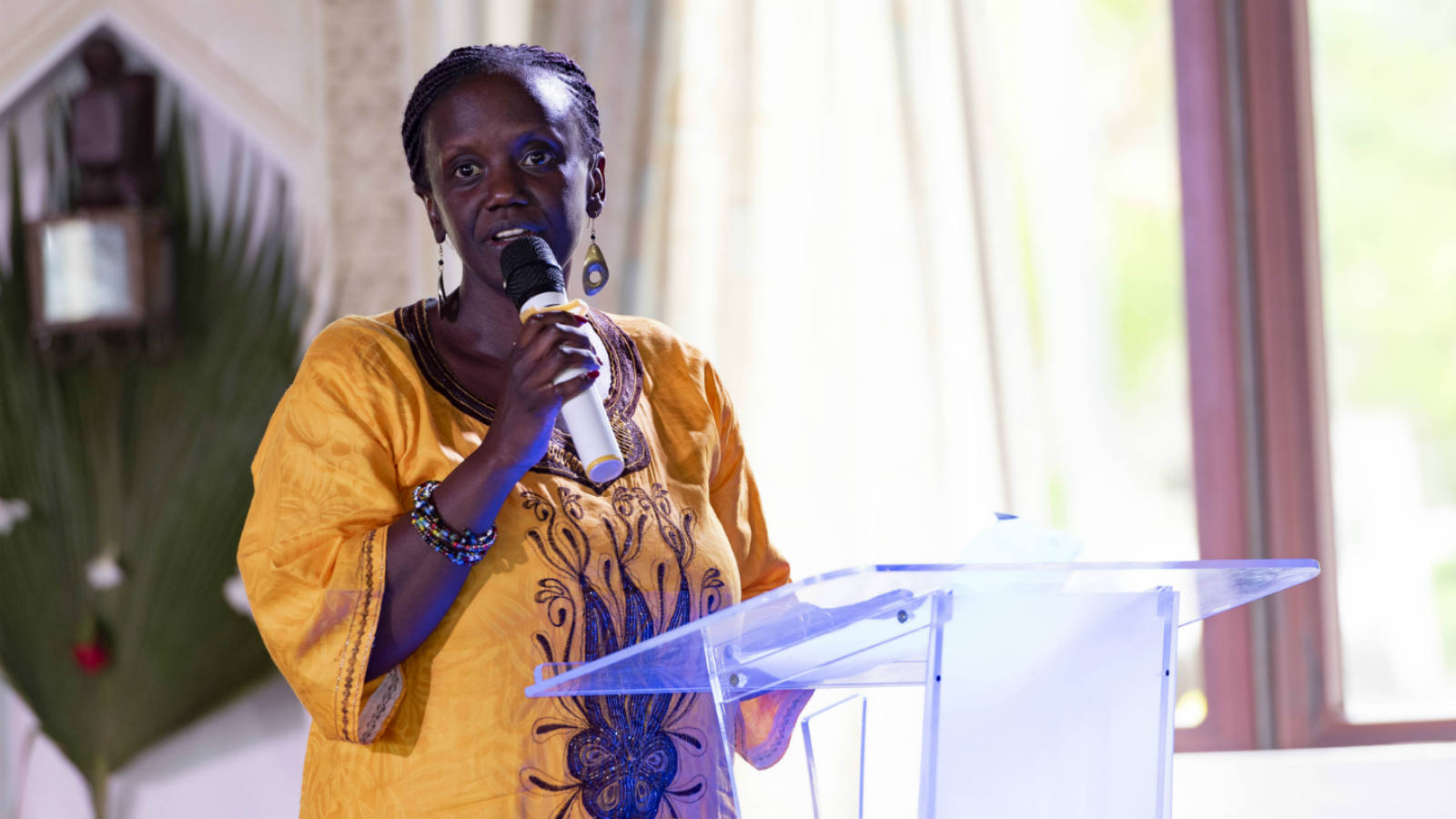 Mendi Njonjo addresses audience at African Crossroads